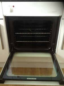 perfectly clean oven - as good as new!